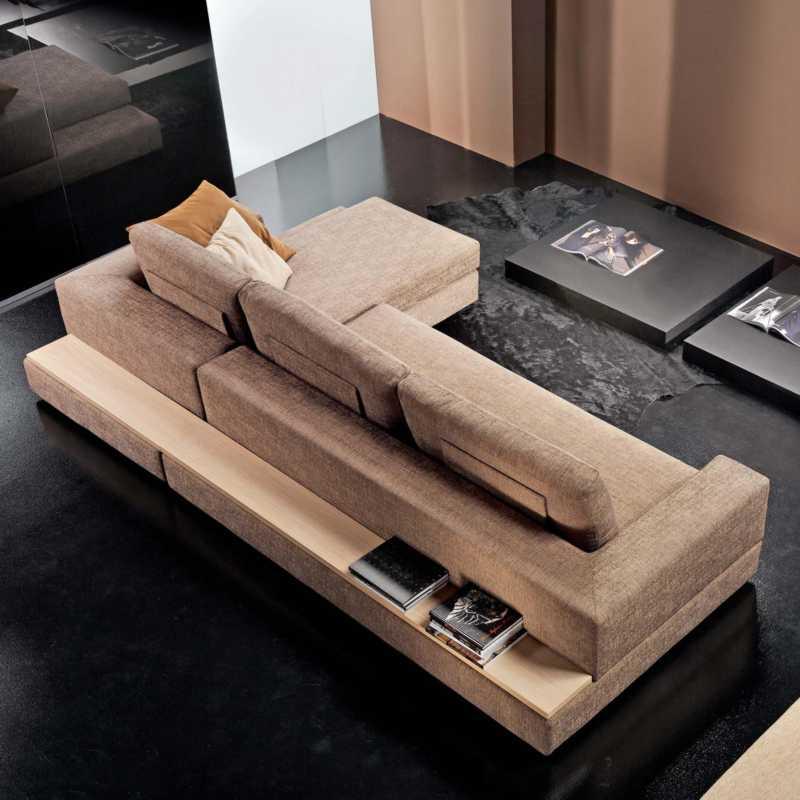 Mensole dietro divano arredare un soggiorno quadrato foto - Divano con mobile incorporato ...
